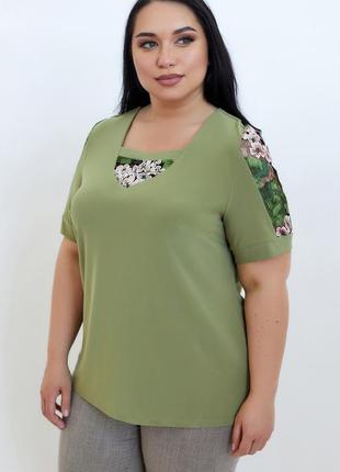 Женская нарядная блуза- украшена гипюровыми вставками.