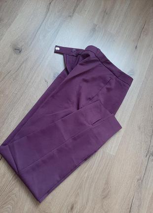 Новые брюки, очень красивые,  со стрелками,  разрезы по бокам