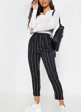 Легкие брюки на резинке в полоску от prettylittlething
