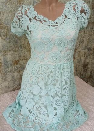 Очень красивое платье с кружева нежно бирюзового цвета