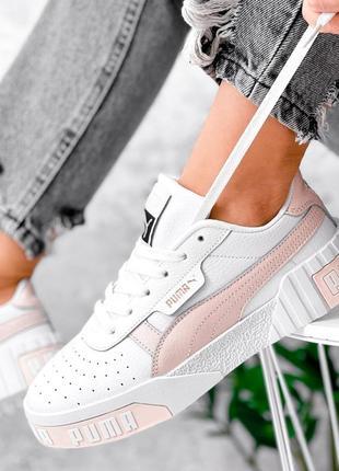 Кожаные кроссовки белые с персиковым