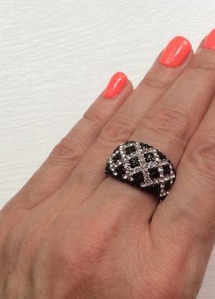 Шикарное кольцо с камнями, италия