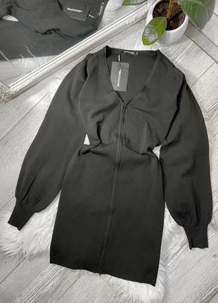 Чёрное платье на молнии