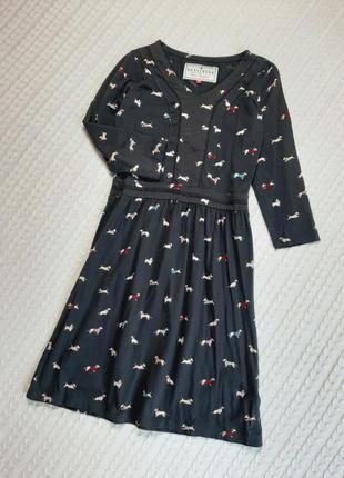 Платье с таксами