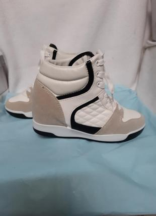 Ботинки  венгрия ,мягкие ,удобные внутри каблук 4 см.
