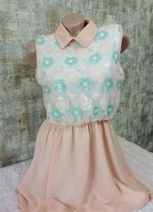Классное вечернее платье в паедках персикового цвета
