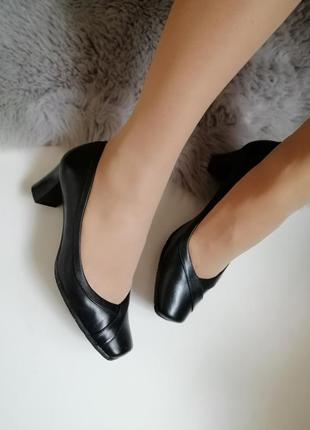 Женские кожаные туфли лодочки на невысоком каблуке 38р