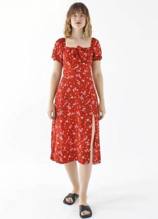 Платье миди с цветочным принтом красное с квадратным вырезом модное красивое трендовое с разрезом