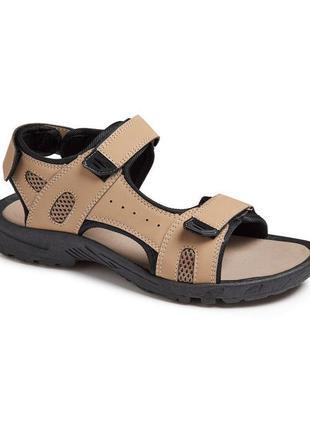 Бежевые стильные сандалии на липучках