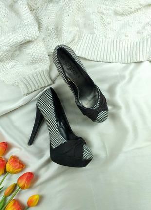 Туфли с бантом в гусиную лапку 39р.