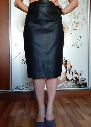 Черная кожаная юбка -карандаш миди