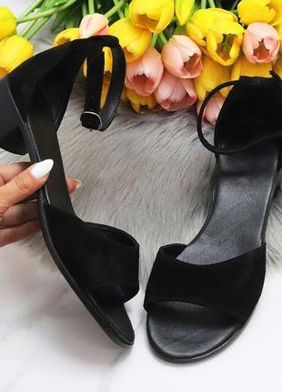 Елегантні жіночі чорні жіночі босоніжки натуральна шкіра низький хід. элегантные женственные черные женские босоножки натуральная кожа низкий ход