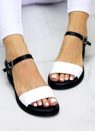 Универсальные черно-белые кожаные женские босоножки натуральная кожа4 фото