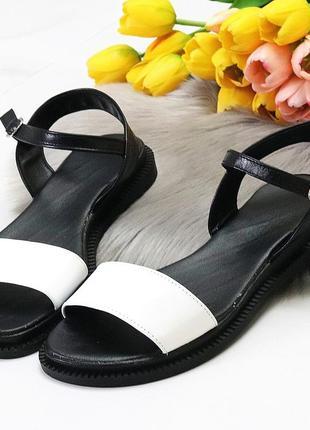 Универсальные черно-белые кожаные женские босоножки натуральная кожа2 фото