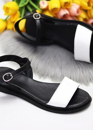 Универсальные черно-белые кожаные женские босоножки натуральная кожа3 фото