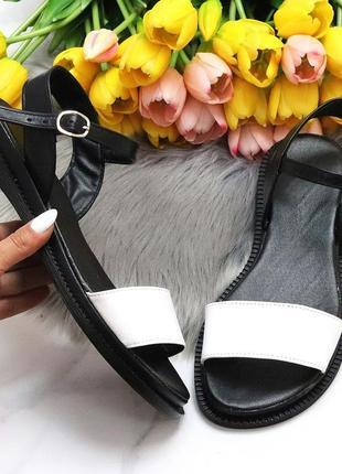 Универсальные черно-белые кожаные женские босоножки натуральная кожа