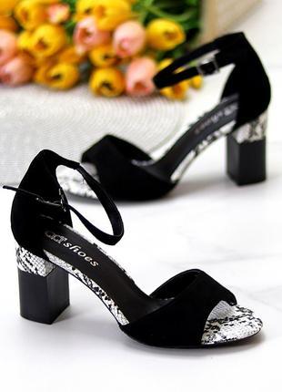 Женские стильные черные босоножки на устойчивом каблуке
