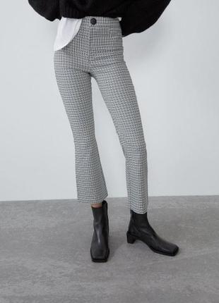 Стрейчевые укороченные штаны брюки на высокой посадке в мелкую клетку, клеш zara