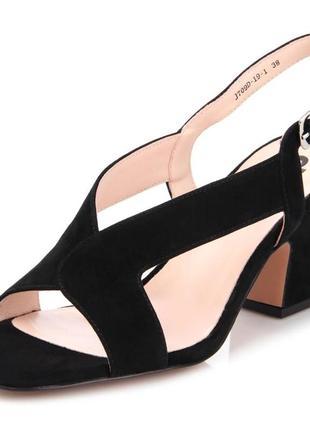 Черные туфли ditto