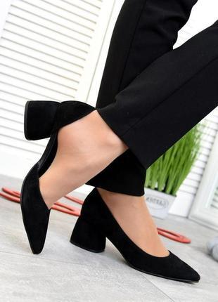 Чёрные замшевые туфли на каблуке 5см