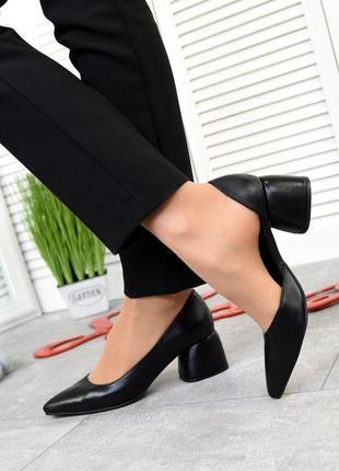 Чёрные кожаные туфли на каблуке 5см