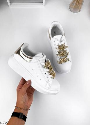 Шикарные белые женские кроссовки с декором
