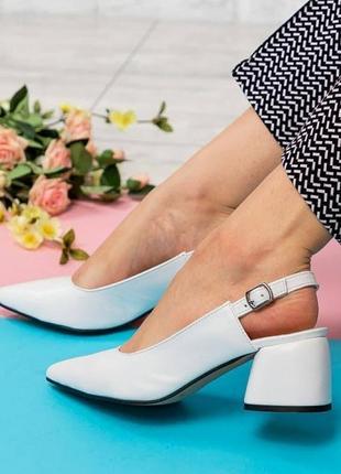 Белые туфли из натуральной кожи