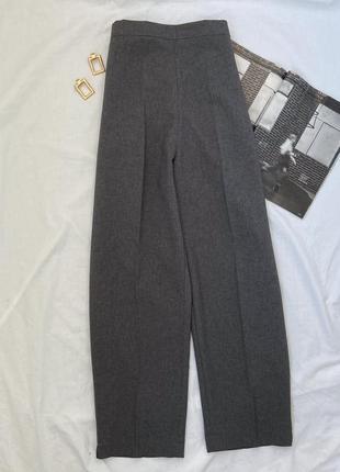 Серые классические брюки со стрелками