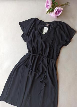 Короткое платье с v-образным вырезом из шифона. h&m.
