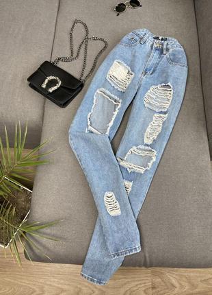 Плотние мом джинсы с рваностями от boohoo