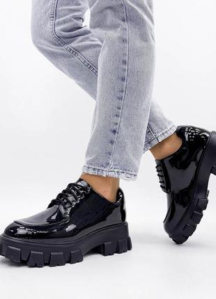 Туфли лакированные броги