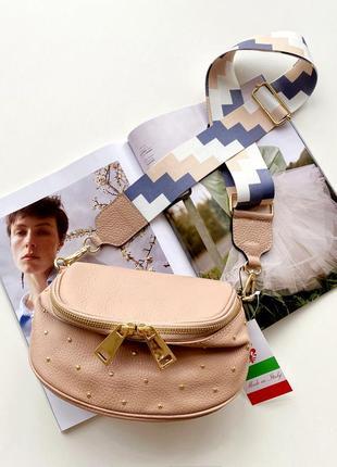 Женская кожаная итальянская пудровая сумка с заклепками, италия
