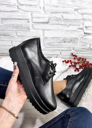 Туфли чёрные на высокой подошве из натуральной кожи