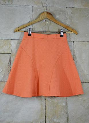 Яркая трикотажная юбка с тиснением от atmosphere