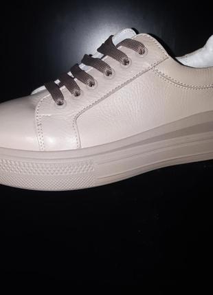 Стильные удобные кеды в цветах для повседневной носки, сделаны из мягкой натуральной кожи.  36-40р