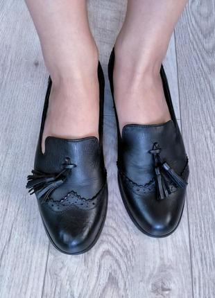 Кожаные туфли с кисточками лоферы clark's