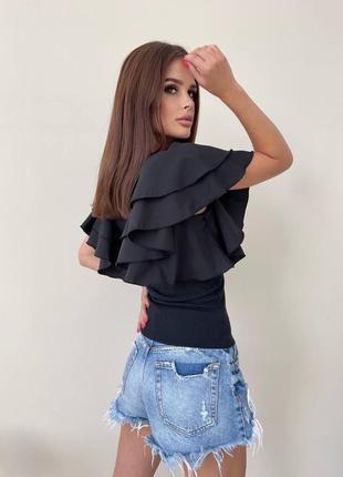 Женская стильная блуза с рюшей