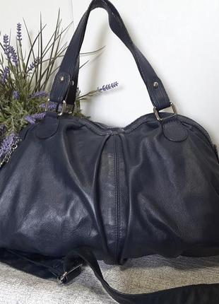 Объемная повседневная сумка из натуральной кожи.