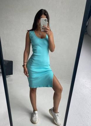 Стильное, простое и комфортное женское платье