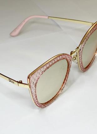 Якісні окуляри в рожевій оправі😎