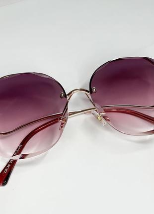 Якісні окуляри в темно-рожевому склі із золотою фурнітурою😎