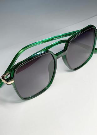 Якісні окуляри в смарагдовій оправі із золотою фурнітурою😎