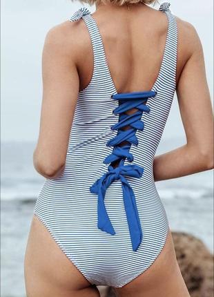Сногсшибательный купальник с красивой шнуровкой