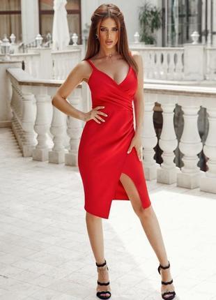 Сексуальное облегающее красное платье