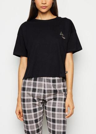 Базовая черная версайз футболка принт вышивка золотом new look