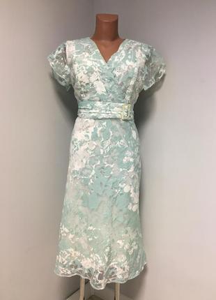 Шикарное платье красивого мятного цвета
