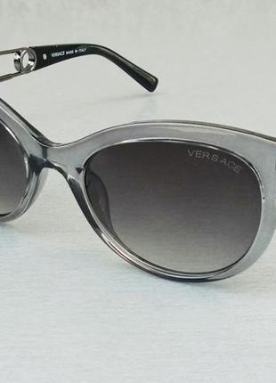 Versace стильные женские солнцезащитные очки серый градиент в серой прозрачной оправе