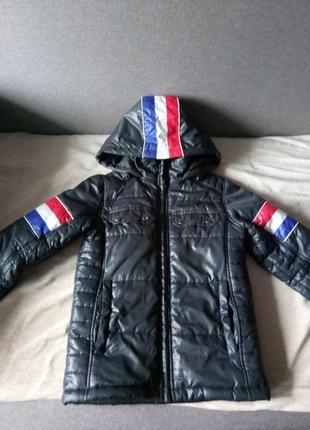 Очень  стильная курточка на мальчика