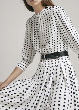 Платье белое длинное новое в пол принт чёрный актуальное плиссированное