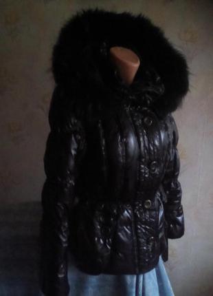 Стильная комфортная фирменная куртка-пуховик